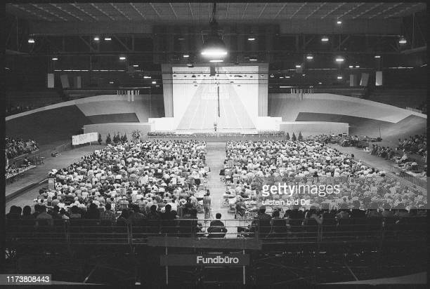 Congress of Jehovahs Witnesses 1975