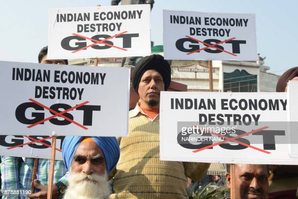 Congress Party activists protest against the central Indian government and the Goods and Services Tax in Amritsar on November 25 2017 / AFP PHOTO /...