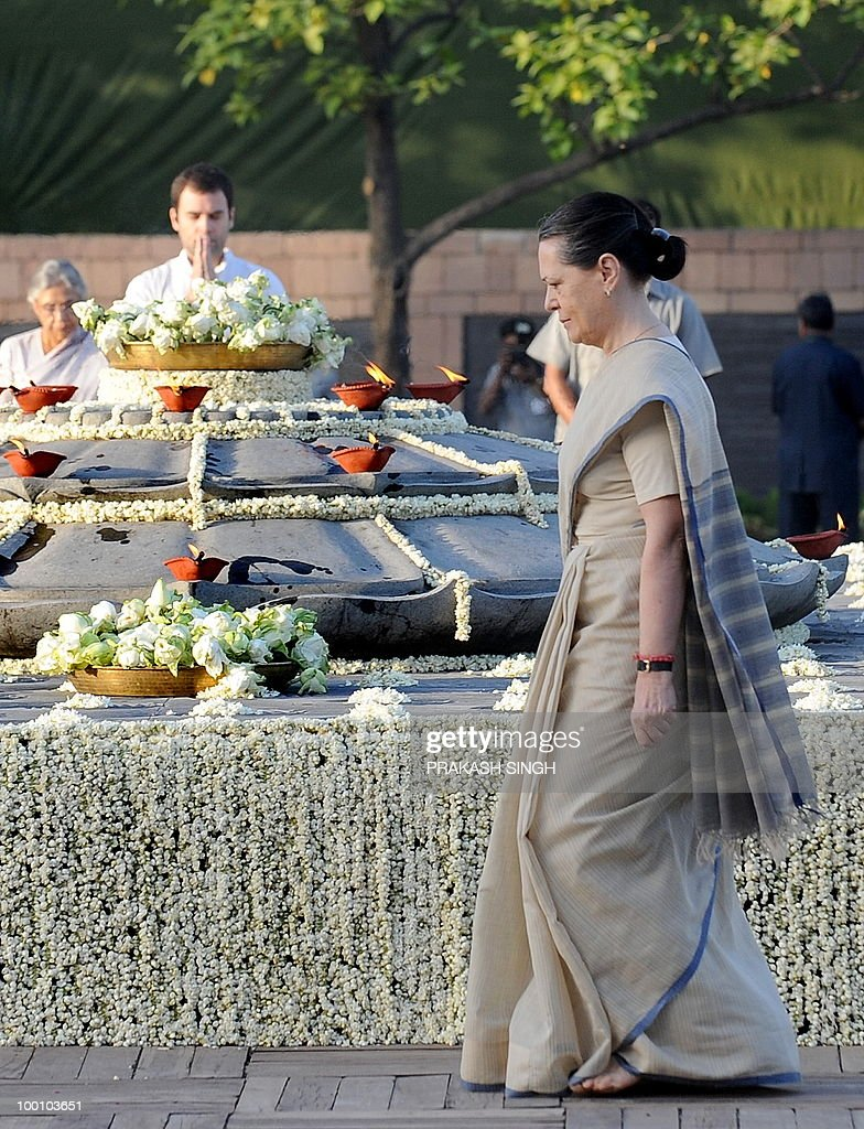 Congress Party General Secretary Rahul Gandhi (L) and Congress Party President Sonia Gandhi (R) pay tributes during a memorial ceremony for slain former Indian prime minister Rajiv Gandhi on his 19th death anniversary in New Delhi on May 21, 2010. Rajiv Gandhi was assasinated during electoral campaigning, allegedly by Liberation Tigers of Tamil Eelam (LTTE) rebel separatists, in the town of Sriperumpudur in the southern state of Tamil Nadu on May 21, 1991. AFP PHOTO/ Prakash SINGH