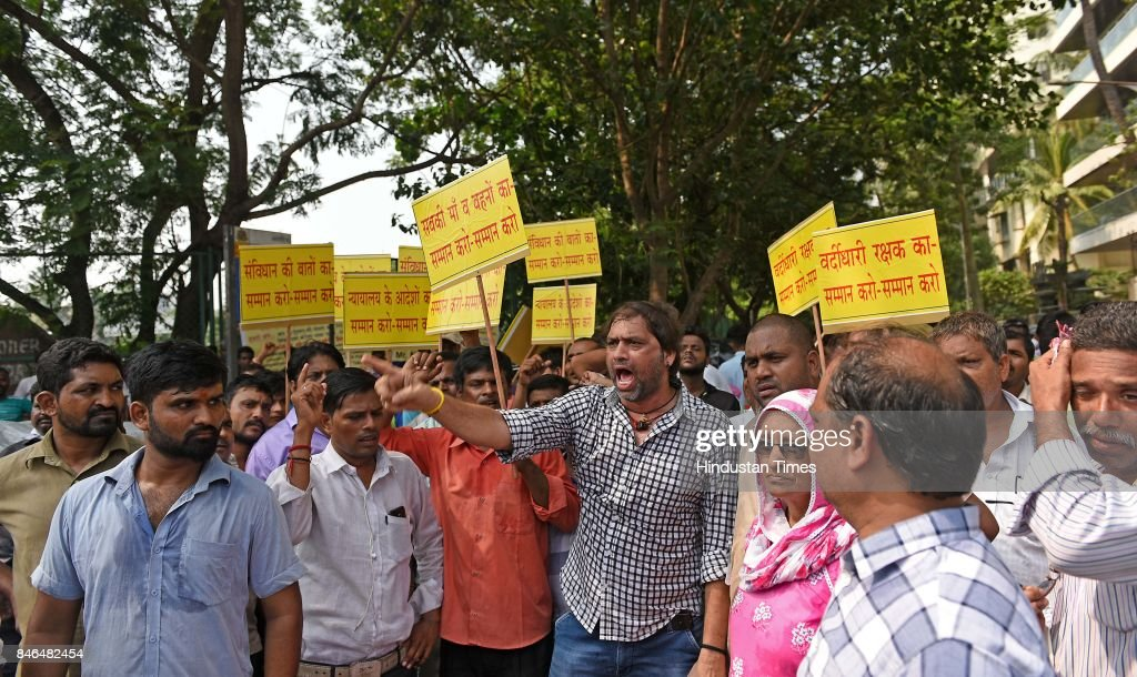 Congress President Sanjay Nirupam with hawkers protests against BJP MLA Amit Satam at Juhu Police Station, on September 11, 2017 in Mumbai, India. A video has gone viral on social media where BJP MLA from Andheri-West Assembly Constituency, Ameet Satam, is seen abusing police officials and local hawkers. The MLA does not stop here and even physically assaulted the hawkers.