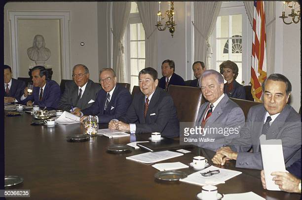 Congressional leadership Mtg with Pres Reagan in Cabinet Room including Sen Maj and Min ldrs Robert Byrd Bob Dole House Spkr Jim Wright Min ldr Rep...