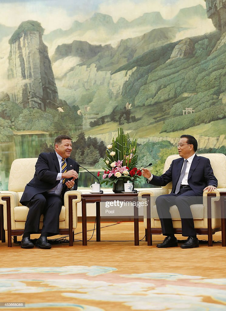 Congressman Bill Shuster (L), the U.S. Chair of the House Committee on Transportation and Infrastructure meets with Chinese Premier Li Keqiang (R) at the Great Hall of the People on August 16, 2014 in Beijing, China.