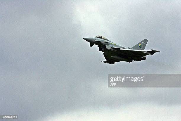 Coningsby, UNITED KINGDOM: A Eurofighter Typhoon aircraft flies past RAF Coningsby in Lincolnshire, in north-east England, 11 July 2007, during a...