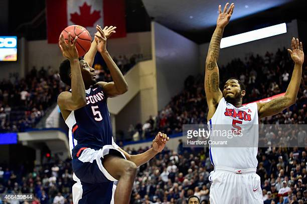 Connecticut Huskies guard/forward Daniel Hamilton drives against Southern Methodist Mustangs forward Markus Kennedy during the second half of the AAC...