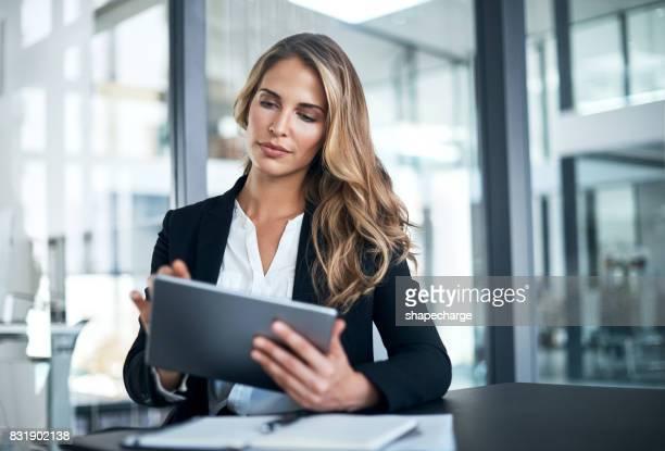 connecting to business just gets smarter - mulher de negócios imagens e fotografias de stock