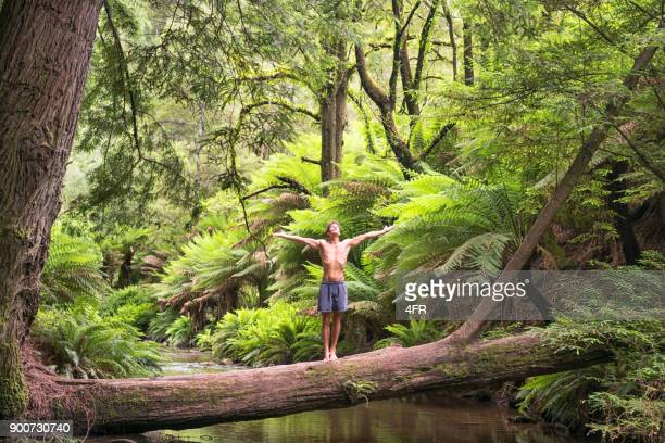 Verbindung mit der Natur, atmen, Yoga, Regenwald, Dschungel