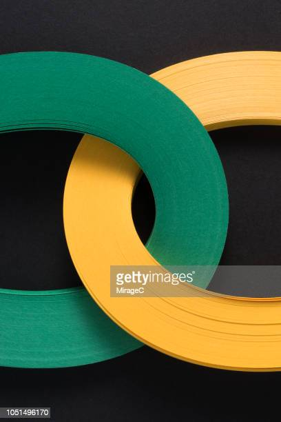 connection of multi-layer paper stripes - dois objetos - fotografias e filmes do acervo
