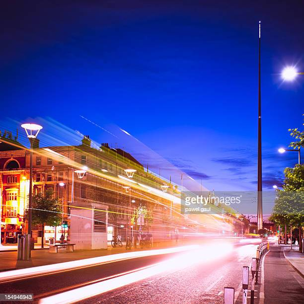 o'connell street by night - torenspits stockfoto's en -beelden