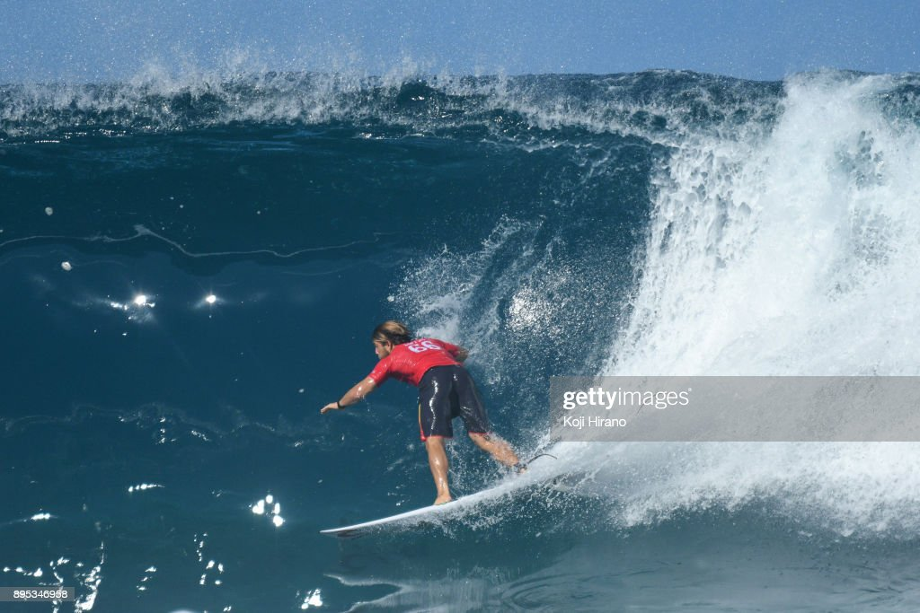 32b1d05a16e755 Conner Coffin competes in the 2017 Billabong Pipe Masters on ...