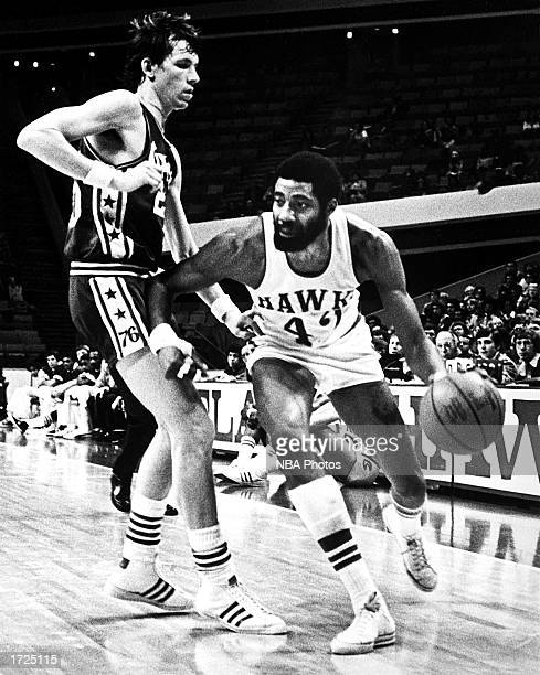Connie Hawkins of the Atlanta Hawks drives to the basket against the Philadelphia 76ers during a game at the Omni in 1970 in Atlanta Georgia NOTE TO...