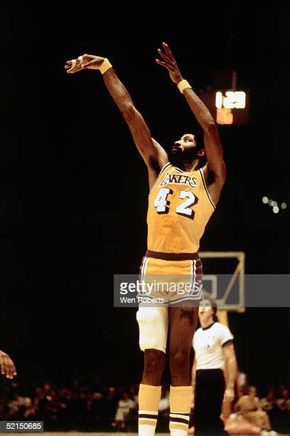 Connie Hawkins of the Los Angeles Lakers shoots a jump shot during an NBA game in 1970 at the Great Western Forum in Inglewood, California. NOTE TO...