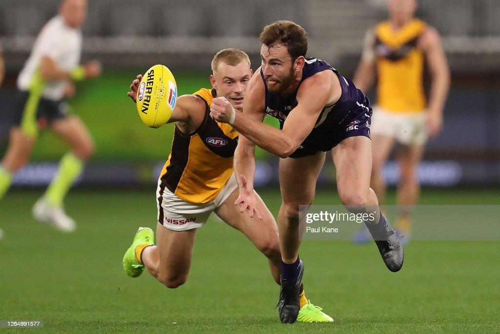 AFL Rd 11 - Fremantle v Hawthorn : News Photo