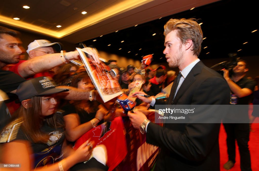 Connor McDavid of the Edmonton Oilers arrives at the 2018 NHL Awards presented by Hulu at the Hard Rock Hotel & Casino on June 20, 2018 in Las Vegas, Nevada.