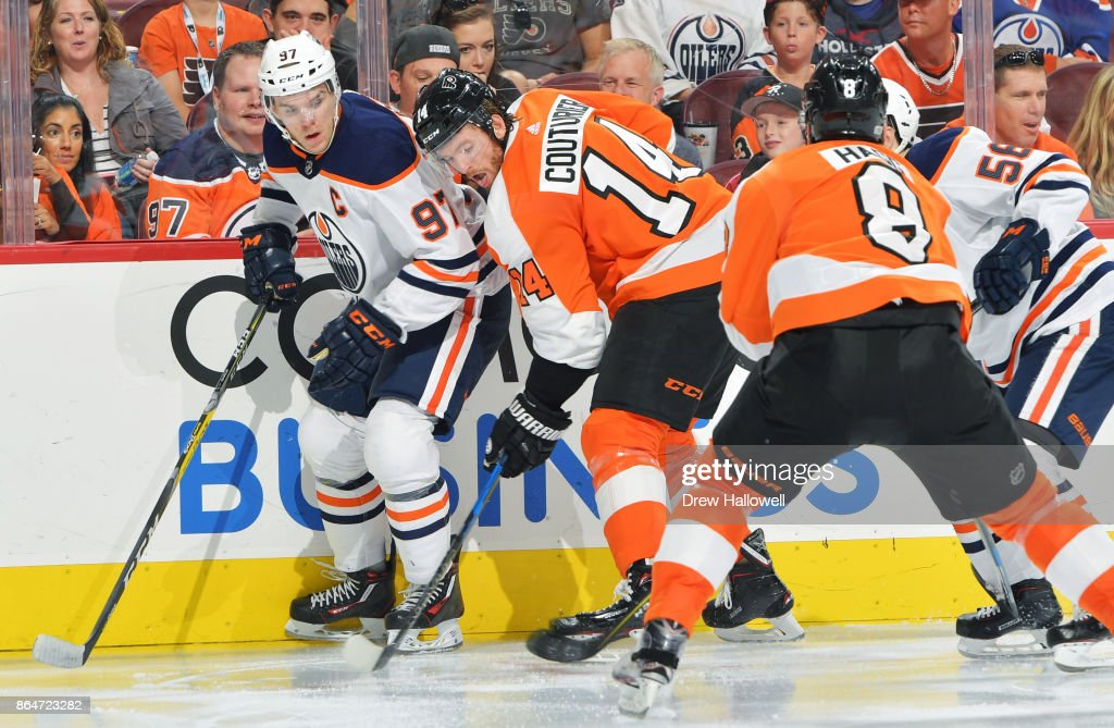 Edmonton Oilers v Philadelphia Flyers : News Photo