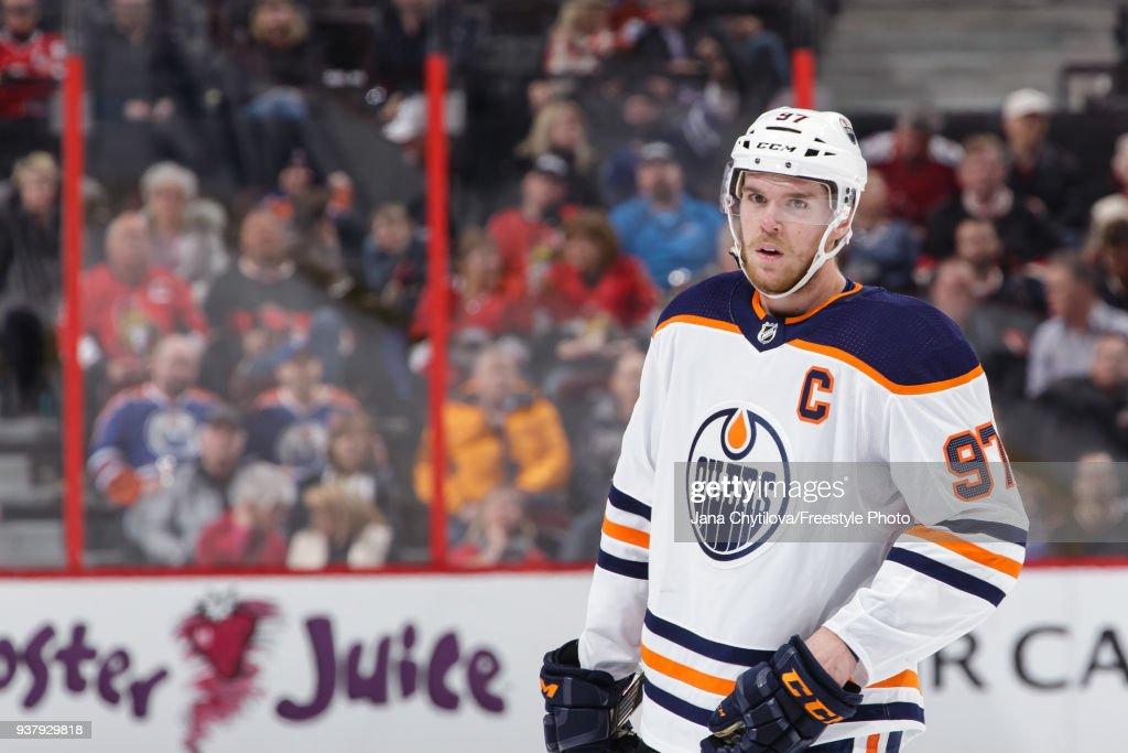 Edmonton Oilers v Ottawa Senators : Fotografía de noticias