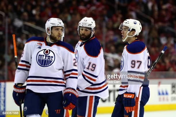Connor McDavid of the Edmonton Oilers talks with Leon Draisaitl and Patrick Maroon in the second perioid against the Washington Capitals at Verizon...