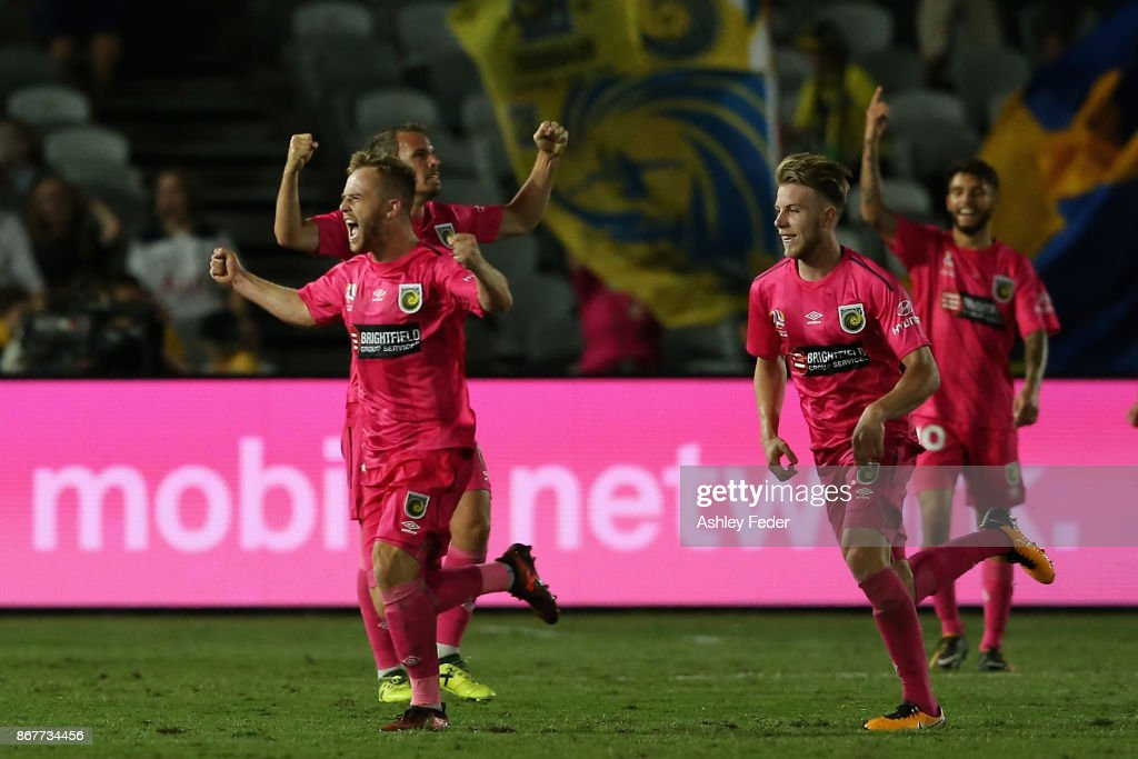 Connor Pain of the Mariners celebrates a goal with his team mates during the round four A-League match between the Central Coast Mariners and the Melbourne Victory at Central Coast Stadium on October 29, 2017 in Gosford, Australia.