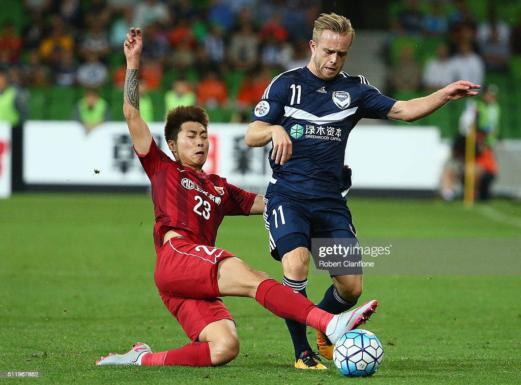 Connor Pain of the Victory is fouled by Huan Fu of Shanghai SIPG during the AFC Asian Champions League match between Melbourne Victory and Shanghai Sipg at AAMI Park on February 24, 2016 in Melbourne, Australia.
