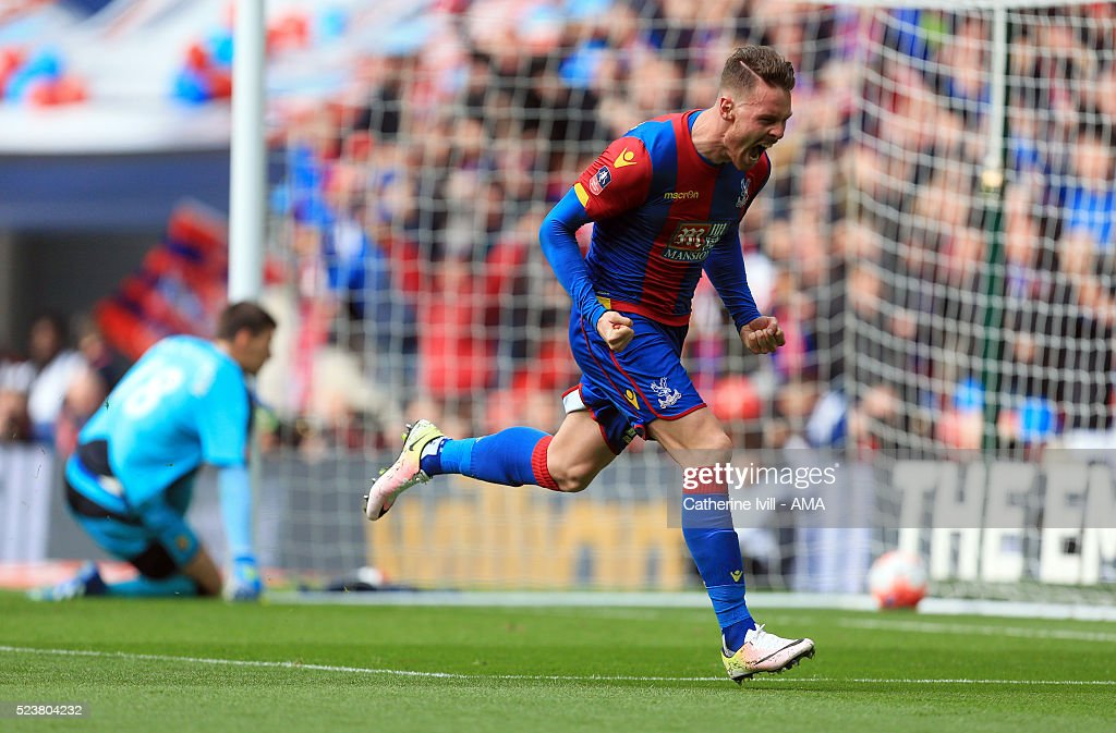 Connor Wickham of Crystal Palace celebrates after he scores to make it 2-1 during The Emirates FA Cup semi final match between Watford and Crystal Palace at Wembley Stadium on April 24, 2016 in London, England.