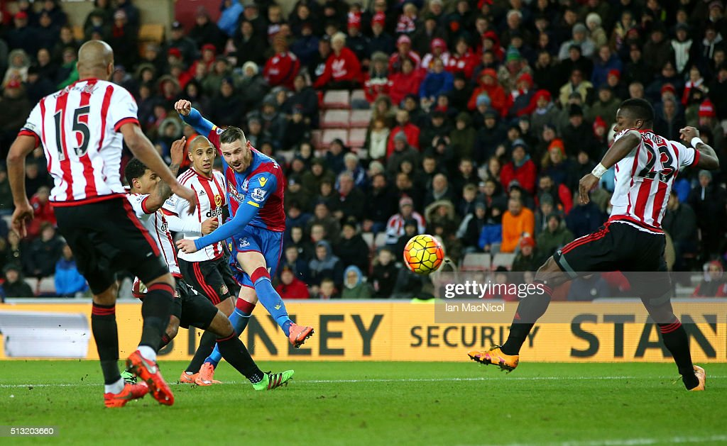 Connor Wickham of Crystal Palace scores his team's first goal during the Barclays Premier League match between Sunderland and Crystal Palace at Stadium of Light on March 1, 2016 in Sunderland, England.