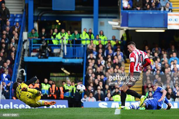 Connor Wickham of Sunderland scores past Mark Schwarzer the Chelsea goalkeeper during the Barclays Premier League match between Chelsea and...