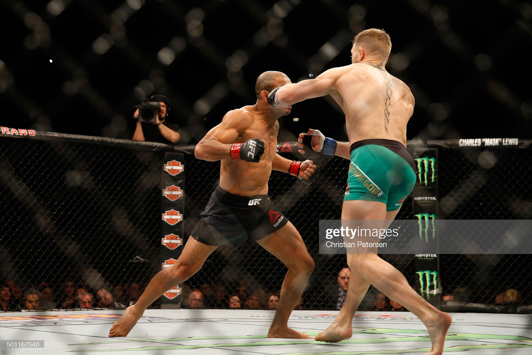 UFC 194: Aldo vs. McGregor : News Photo