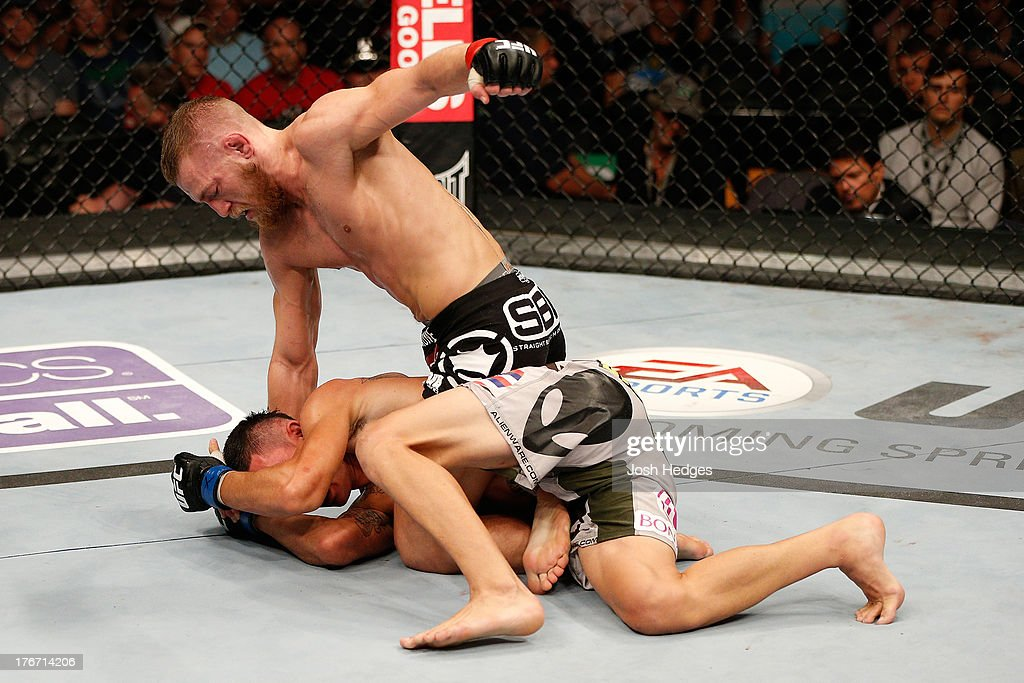 UFC on FOX Sports 1: McGregor v Holloway : News Photo