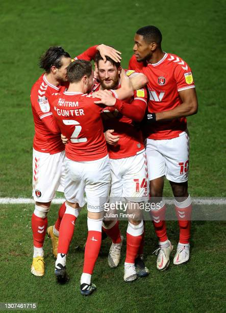 Conor Washington of Charlton celebrates scoring the winning goal to make it 3-2 during the Sky Bet League One match between Charlton Athletic and...