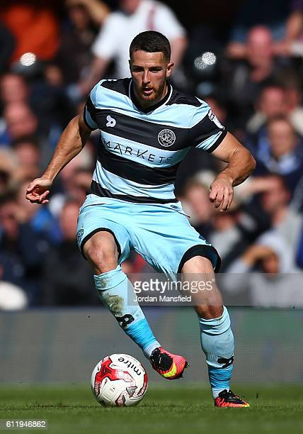 Conor Washington of QPR in action during the Sky Bet Championship match between Fulham and Queens Park Rangers at Craven Cottage on October 1 2016 in...