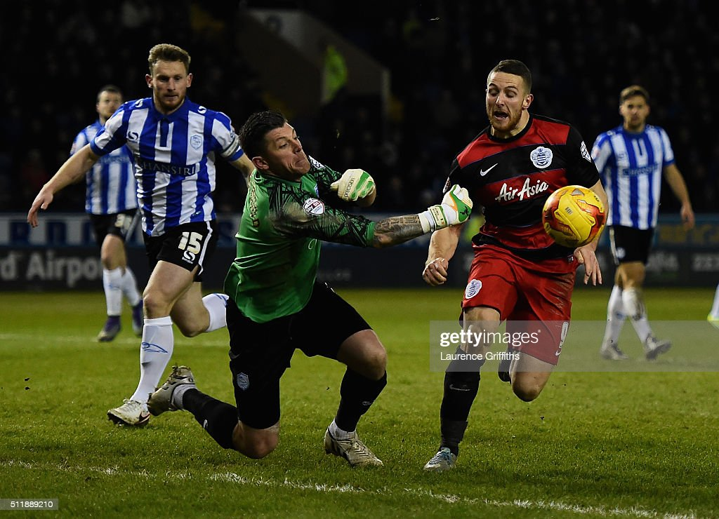 Conor Washington of Queens Park Rangers battles with Keiren Westwood of Sheffield Wednesday during the Sky Bet Championship match between Sheffield Wednesday and Queens Park Rangers at Hillsborough on February 23, 2016 in Sheffield, United Kingdom.