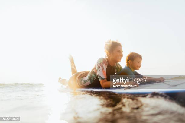 Conquérir les vagues ensemble
