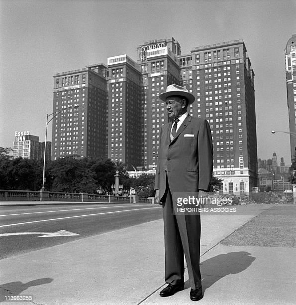 Conrad Hilton in front of Hilton Hotel In Chicago, United States In 1950-CHICAGO, ETATS-UNIS - Hilton hotels owner Conrad Hilton in front of the...