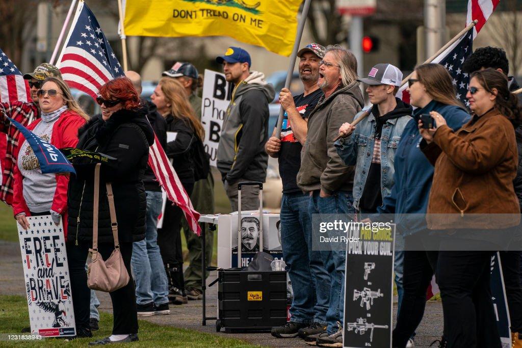 Gun Rights Activists Hold 2nd Amendment Rally In Olympia, Washington : News Photo