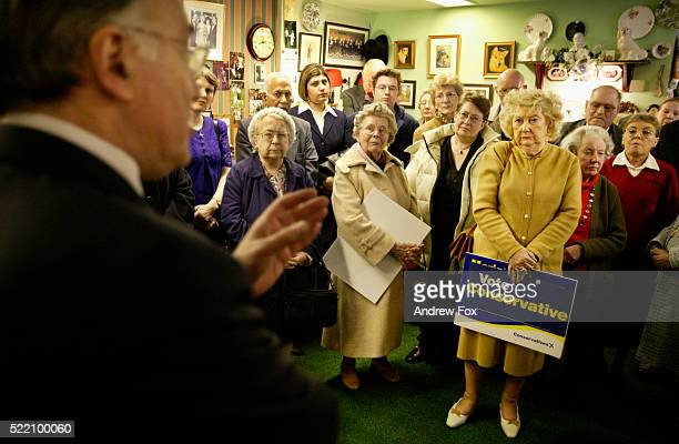 conservative party leader michael howard addressing supporters - conservative party uk stock pictures, royalty-free photos & images