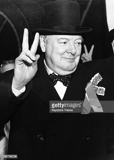 EnglandLondon Sir Winston Gives His Famous V Sign During The General Elections Campaign 1954