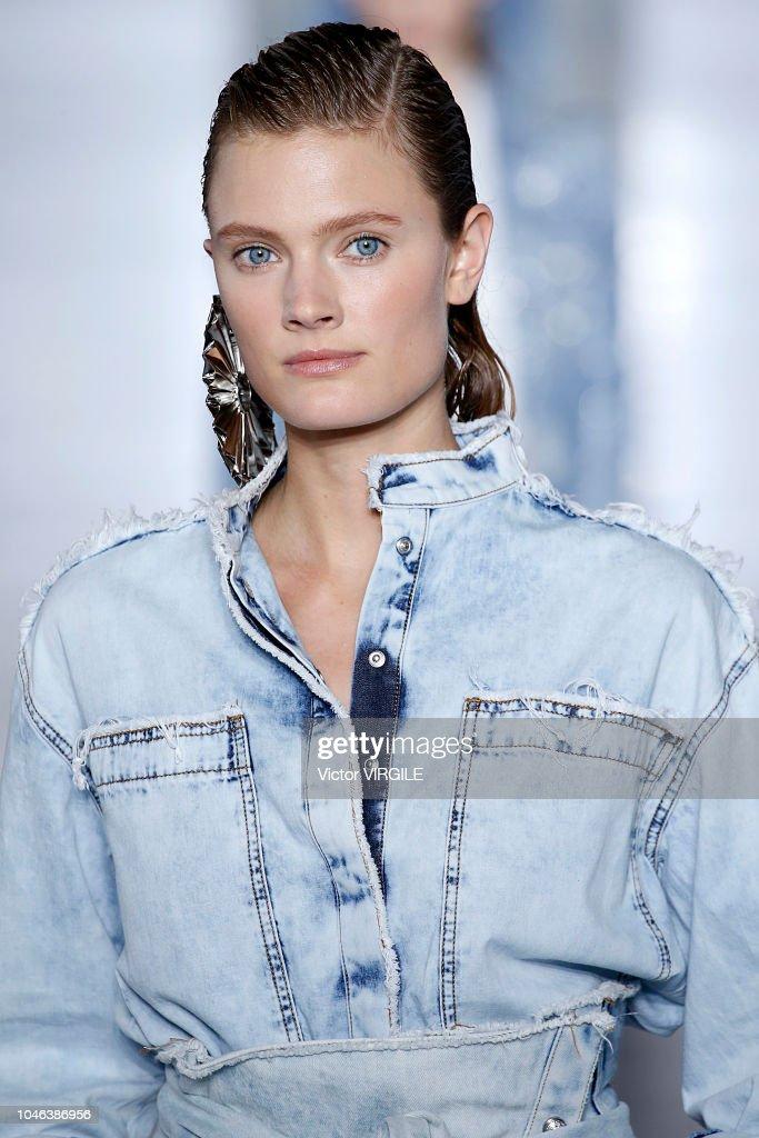 size 40 best authentic new list Constance Jablonski walks the runway during the Balmain ...