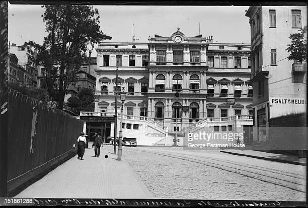 Constantinople/Constantinople La ______ palais du _____ cerde , between 1900 and 1919.