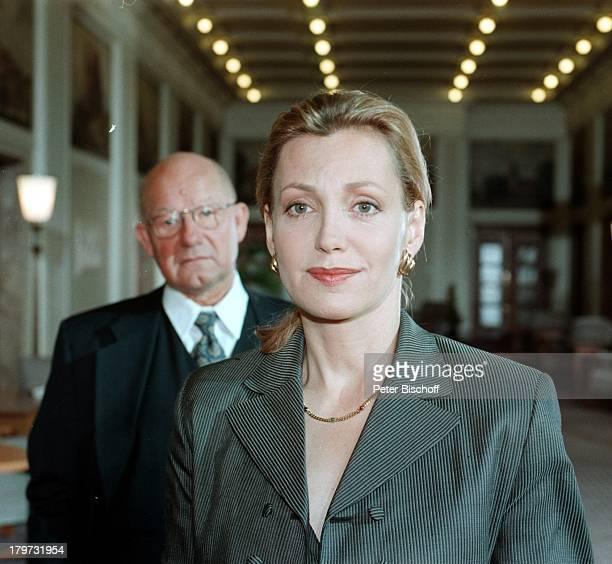 """Constanze Engelbrecht und Jürgen Holtz,;ZDF-Film """"Der Prinzgemahl"""" 1997,"""