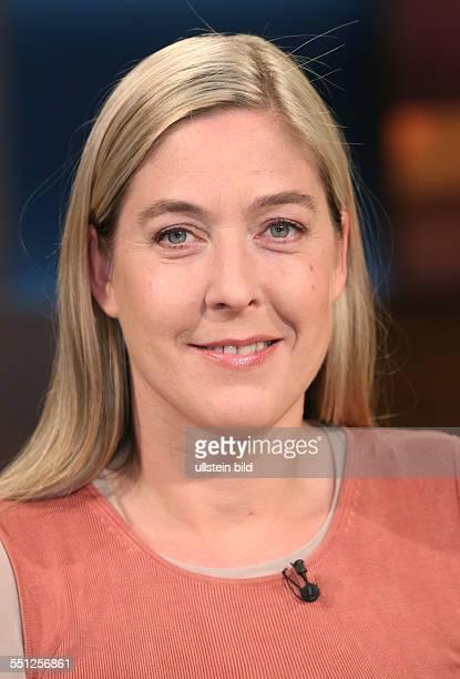 Constanze Kurz in der ARDTalkshow ANNE WILL am in Berlin Thema der Sendung Vertrauen ist gut Spionieren ist besser Geht so deutschamerikanische...