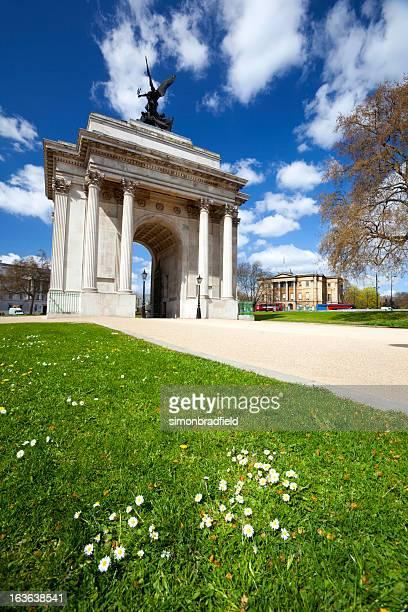 憲法アーチのハイドパークコーナーに - ロンドン ハイドパーク ストックフォトと画像