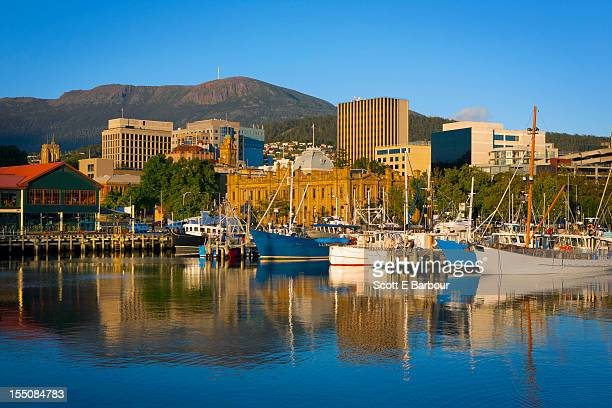 constitution dock, victoria dock, hobart skyline - hobart tasmania stock pictures, royalty-free photos & images