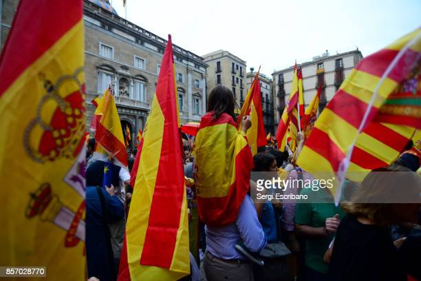 constitutionalist associations gather on september 30, 2017 in barcelona to protest against the referendum of self-determination of oct. 1 - political party stock pictures, royalty-free photos & images