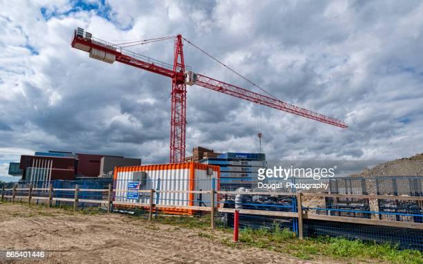 Baukran in die Innenstadt von Saskatoon mit Gebäuden im Hintergrund