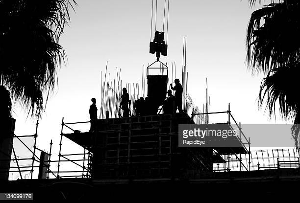 construction crew - erection stock pictures, royalty-free photos & images