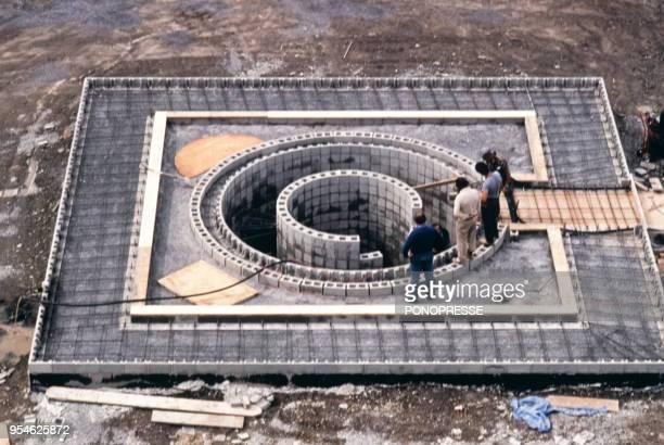 Construction de la pyramide dénergie inventée par Jean StGermain en décembre 1982 à Montréal Canada