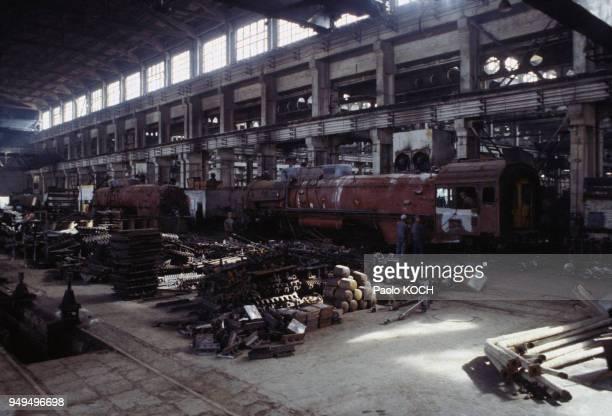 Construction de locomotives à vapeur dans une usine à Datong en Chine