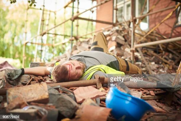 mort de construction - lying down photos et images de collection