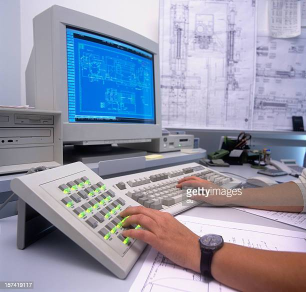 Construction desk: Monitor, keyboards and hands