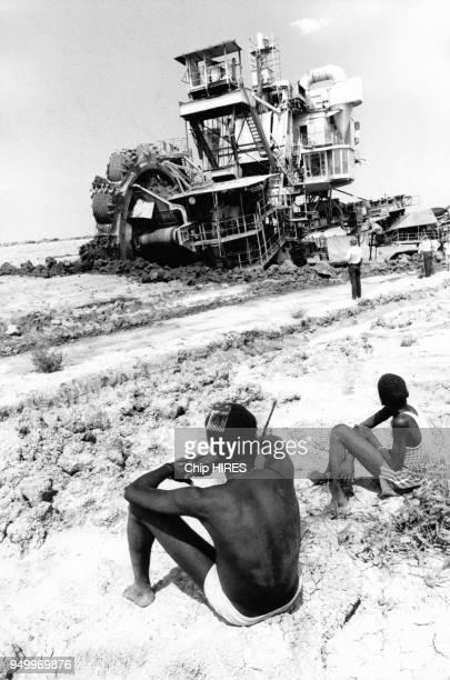 Construction du canal de Jonglei dans le sud du Soudan en février 1983. Ce projet fut stoppé en 1984 par les Dinkas qui habitaient la région. Cette...