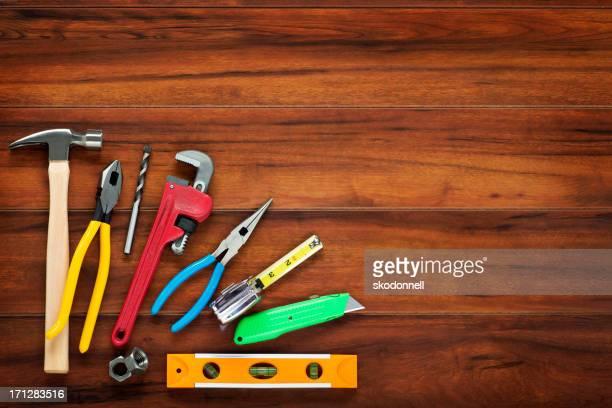 Baugerät auf Holz